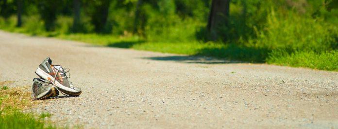 Zo midden op een pad doen hardloopschoenen al helemaal weinig voor je.