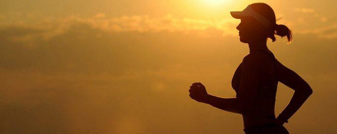 De buitenlucht kan je goed doen als je een kleine kater hebt. Je kunt ook een stuk wandelen in plaats van rennen.