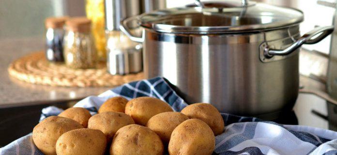 Hint: een van de lifehacks voor in de keuken gaat over aardappels schillen!