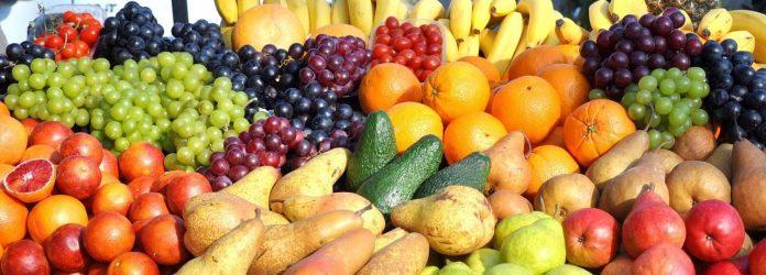 Fruit en groenten voor smoothies in alle kleuren.