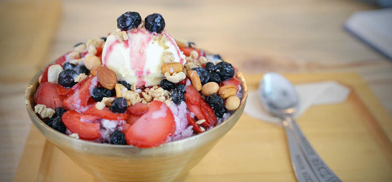 Leuk feitje: hoe meer fruit er op je ijs zit, hoe minder calorieën je denkt dat er in je ijs zitten.