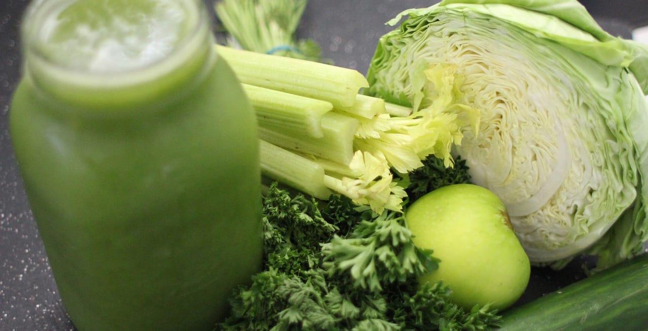 Een groene smoothie ter afwisseling is dus goed, maar al je groente rauw eten (of drinken) hoeft niet!