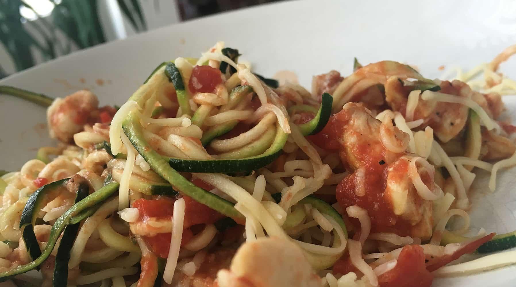 Mijn eerste courgettepasta: en hierbij het recept courgettepasta met kip!