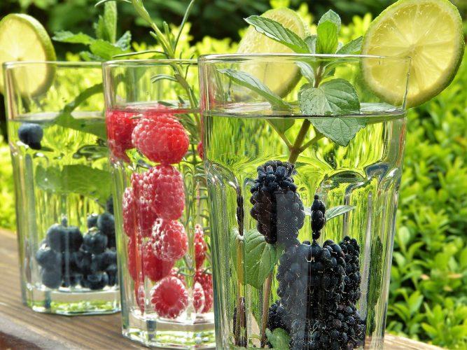 9 tips voor een net wat gezonder zomerdrankje